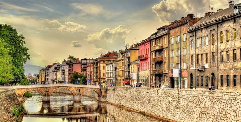 Ponuda dana: SARAJEVO Posjetite povijesnu Baščaršiju, uživajte u slasnim bosanskim specijalitetima i pravoj turskoj kavi - cjelodnevni izlet s prijevozom za 229 kn! (Darojković travel ID kod: HR-AB-01-080530750)