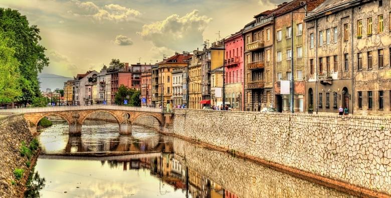 Ponuda dana: Sarajevo - posjetite povijesnu Baščaršiju te uživajte u ukusnim bosanskim specijalitetima, 2 dana s doručkom u hotelu 3* uz uključen prijevoz za 399 kn! (Darojković travel ID kod: HR-AB-01-080530750)