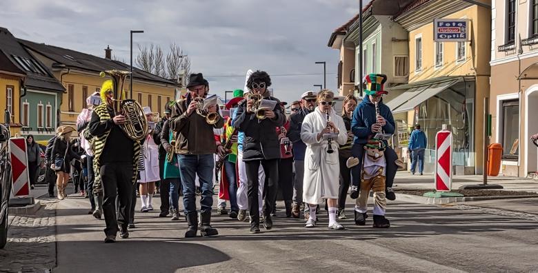 Ponuda dana: Karneval u Lovranu - budite dio 53. međunarodne povorke uz tisuće maškara i gledatelja te tradicionalne predstavnike lovranskih karnevalskih grupa za 109 kn! (Darojković travel ID kod: HR-AB-01-080530750)