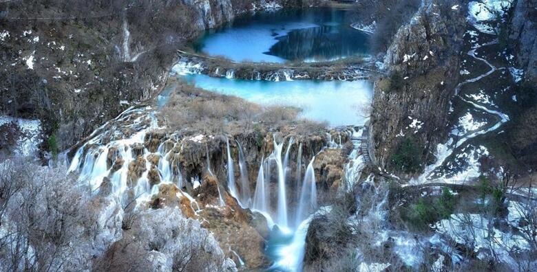 NP Plitvička jezera i Rastoke - uživajte u najpoznatijem hrvatskom nacionalnom parku s uključenom ulaznicom, prijevozom i vožnjom brodom za 219 kn!