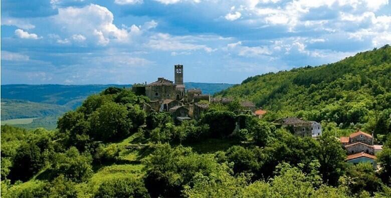 Roč, Hum , Motovun - istražite čuvene srednjovjekovne zidine Motovuna i zaljubite se u unutrašnjost Istre uz uključen prijevoz autobusom za 199 kn!