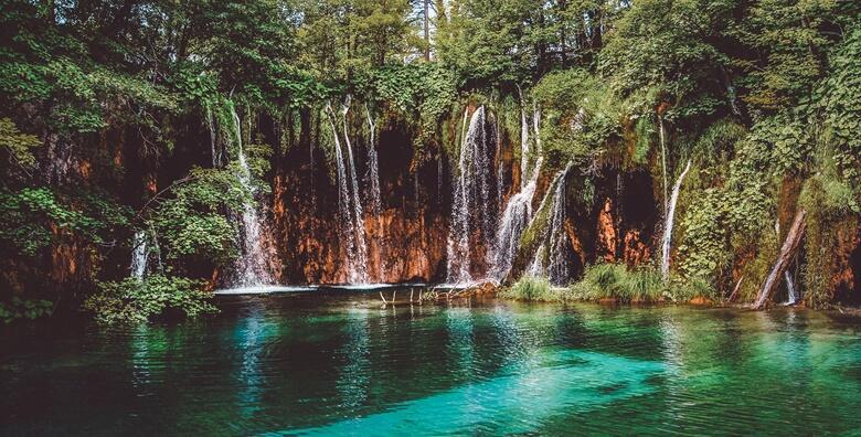 NP Plitvička jezera - provedite divan jesenski dan u najpoznatijem hrvatskom nacionalnom parku s uključenom ulaznicom i prijevozom za 219 kn!