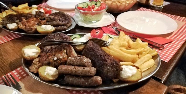 POPUST: 62% - LESKOVAČKI ROŠTILJ Sočne mesne delicije za dvoje - ćevapi, pljeskavice, batak, zabatak, mesni uštipci, kobasice, pomfrit i pole krumpira za 69 kn! (Texas steak&grill house)