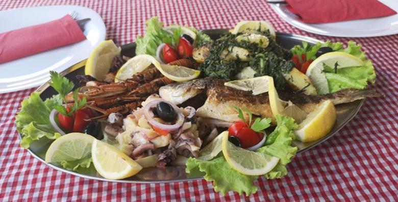 POPUST: 50% - TRIBUNJ Slasni morski specijaliteti za 2 osobe! Orada ili brancin, lignje, salata  od hobotnice, škampi i blitva s krumpirom za 149 kn! (Konoba Grill & Beer Factory)