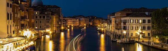 Advent u Veneciji - prošetajte poznatim mostovima ovijeni snježnim pahuljama i uživajte u raskoši šarmantnih otoka Murano i Burano za 230 kn!