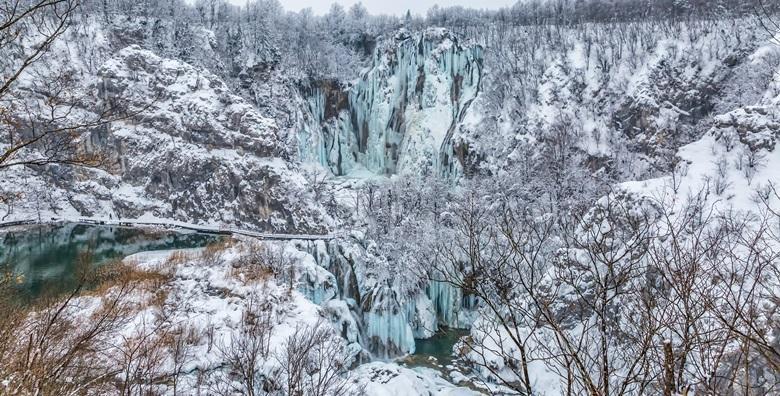 Ponuda dana: Plitvička jezera - istražite ljepotu najljepšeg i najpoznatijeg hrvatskog nacionalnog parka te iskoristite popuste na ulaznice u zimskom periodu za 149 kn! (Turistička agencija Travel pointID kod: HR-AB-01-081110932)