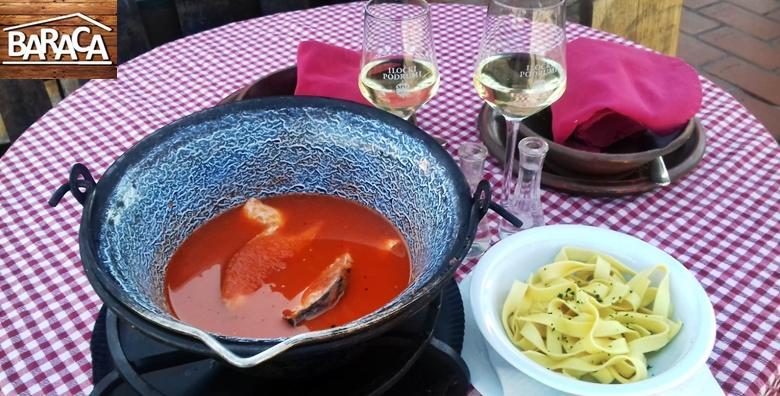 POPUST: 43% - FIŠ PAPRIKAŠ Pripremljen od slavonskog šarana i domaće baranjske paprike u kotliću na otvorenoj vatri + živa muzika petkom i subotom! (Restoran Baraca)