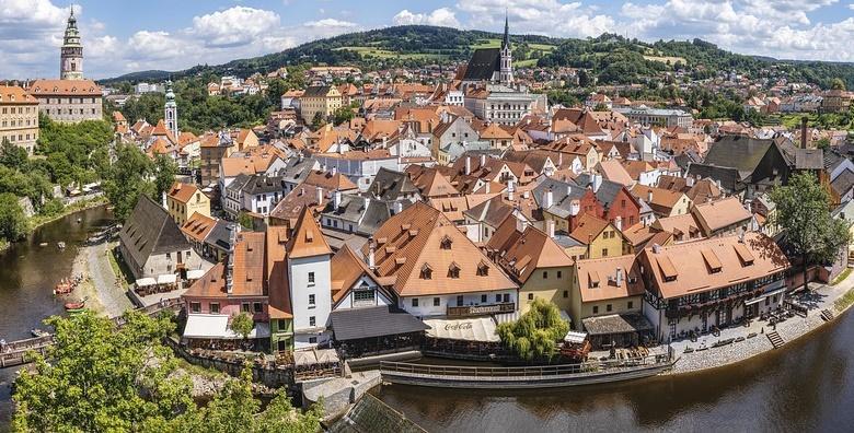 Ponuda dana: DVORCI JUŽNE ČEŠKE Oduševite se prekrasnim dvorcima Krumlov, Rožmberk i Hluboka te degustirajte čuveno češko pivo Budweiser za 990 kn! (Smart TravelID kod: HR-AB-01-070116312)
