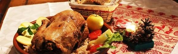 STARA VODENICA - patka s mlincima i mesna plata s krumpirima uz juhu, salatu i slasni desert, domaći ručak ili večera za 2 osobe za 149 kn!