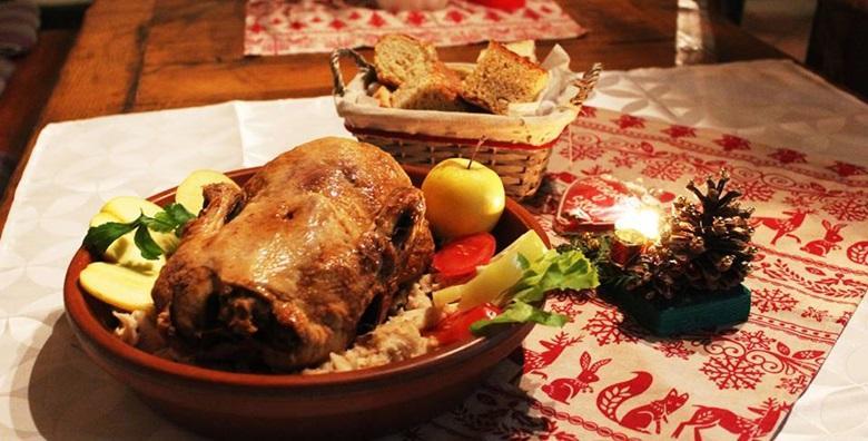 POPUST: 50% - STARA VODENICA Domaća pečena patka s mlincima, zagorska štruca, juha, salata i desert za 2 osobe - uživajte u tradicionalnim okusima za 130 kn! (Stara Vodenica***)