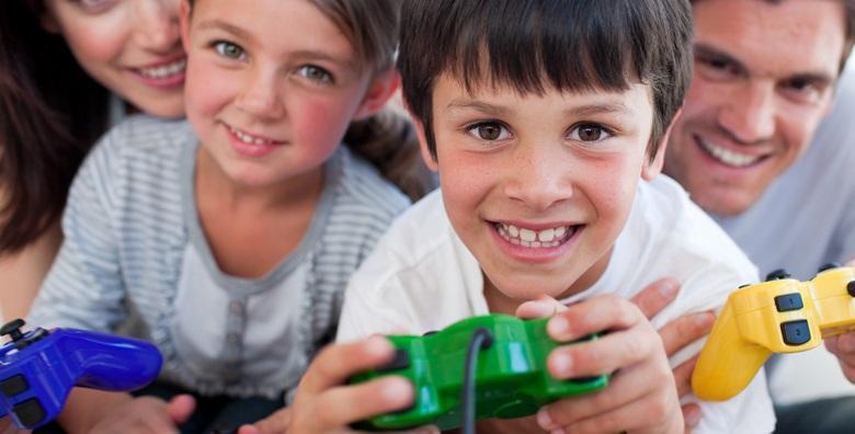 POPUST: 60% - PLAYSTATION ROĐENDAN 2h lude zabave za 14 djece uz sokove, grickalice te igranje hit igrica FIFA 2019, Fortnite, GTA 5 i mnogih drugih za 399 kn! (Igraonica PS4)