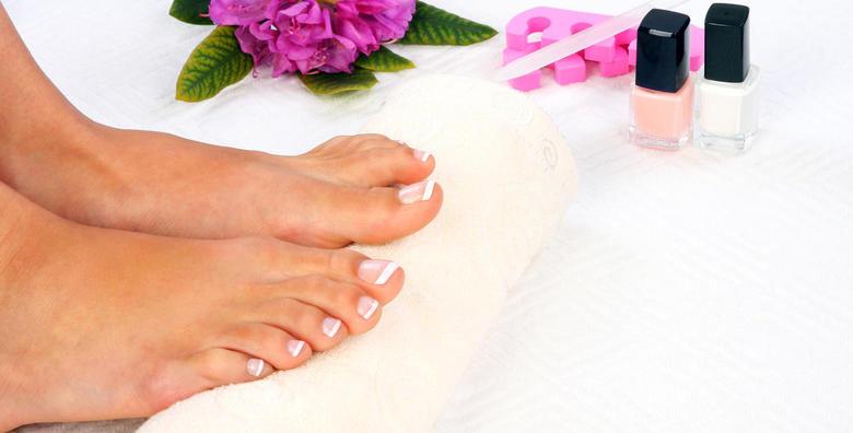 [PEDIKURA I TRAJNI LAK] Relaksirajte svoja stopala i pružite im njegu kakvu zaslužuju - obrada noktiju, suhe kože i njegujuća krema za samo 79 kn!