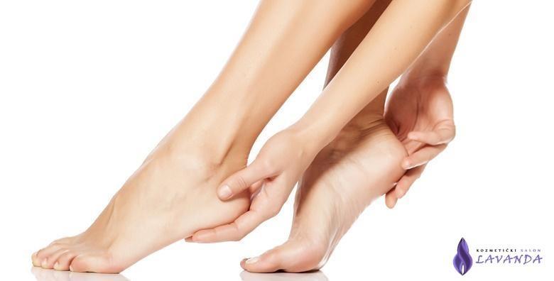 MEGA POPUST: 87% - Riješite se gljivica uz 3 tretmana laserom - POTPUNO i bezbolno uklanjanje s noktiju obje ruke ili obje noge za 399 kn! (Kozmetički salon Lavanda)