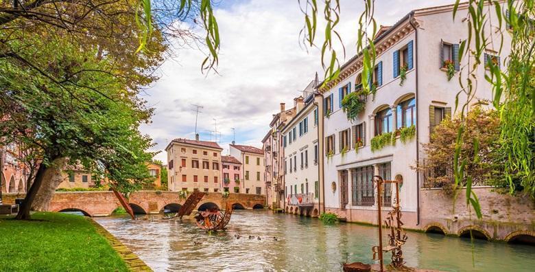 Ponuda dana: ITALIJA Prošećite ulicama gradića Trevisa i Castelfranco Veneta koji će vas oduševiti bogatom poviješću i raskošnom umjetnošću za 239 kn! (Putnička agencija Autoturist - Park ID kod: HR-AB-01-080015747)