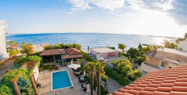 [SPLIT] 2 noćenja s doručkom za dvoje - pobjegnite u toplije krajeve i uživajte u luksuzno uređenom Beach Hotelu Božikovina*** smještenom tik do mora za 750 kn!