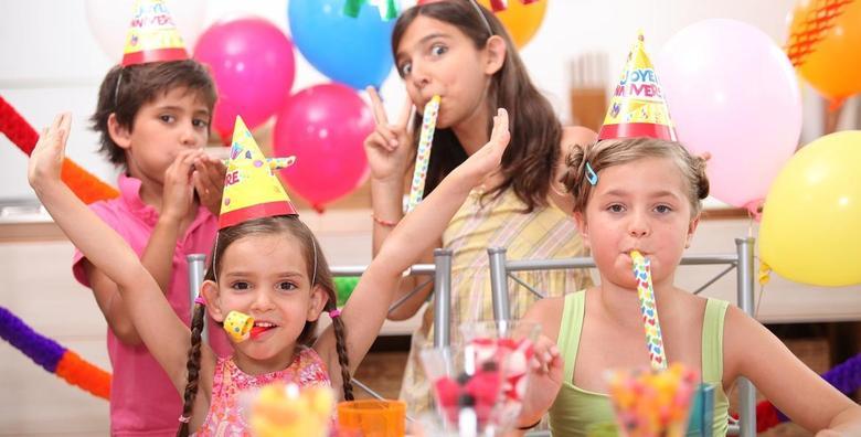 POPUST: 36% - Tematska proslava rođendana za do 15 djece - do 2 sata zabave uz čokoladnu fontanu, sokove, grickalice, pozivnice i poklon slavljeniku od 450 kn! (Bazinga dječji centar)