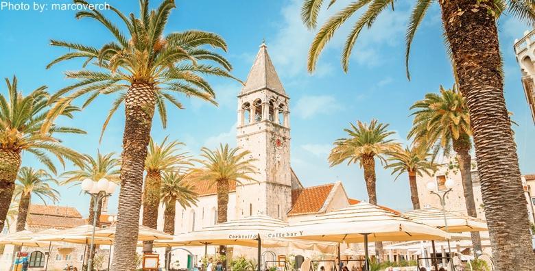 POPUST: 51% - Posjetite nestvarno lijep Trogir i opustite se uz ugodne temperature na samom početku sezone uz 2, 3 ili 4 noćenja s doručkom za 2 ili 3 osobe od 599 kn! (Aparthotel Astoria 3*)