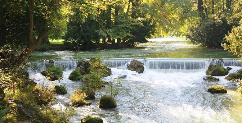 Ponuda dana: MREŽNICA Ohladite se u zelenim vodama jedne od najljepših rijeka! 2 ili 3 noćenja za 2 do 6 osoba u Royal House 4* tik do rijeke uz korištenje kanua od 1.665 kn! (Mrežnica Royal House 4*)