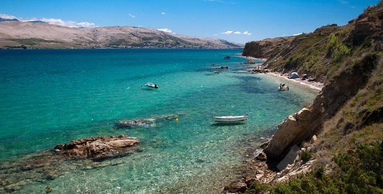 POPUST: 50% - PAG Odmor na otoku prekrasnih plaža uz zajamčeno dobru zabavu tijekom CIJELE SEZONE! 2 ili 5 noćenja za 2 do 4 osobe u apartmanu Ville Ana 3* od 666 kn! (Villa Ana 3*)