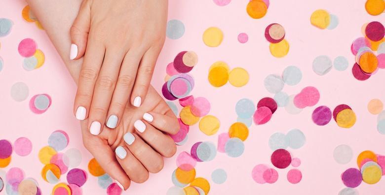 POPUST: 58% - Ruska manikura, trajni lak i parafinska kupka - lijepi i njegovani nokti s trajnošću  laka do 4 tjedna u Salonu ljepote Indigo za samo 99 kn! (Salon ljepote Indigo)