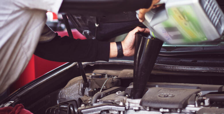 Promjena ulja i filtera ulja u motoru te pregled vozila za tehnički pregled za 449 kn!