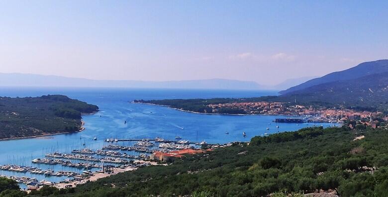 Zaplovite Kvarnerskim zaljevom do otoka Cresa i zavirite u Plavu grotu špilju za 129 kn!