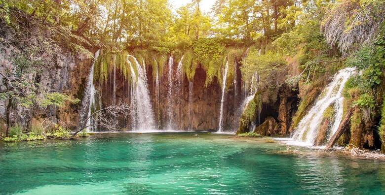 Plitvička jezera - doživite čaroliju kristalno-plavih jezera uz cjelodnevni izlet za 145 kn!