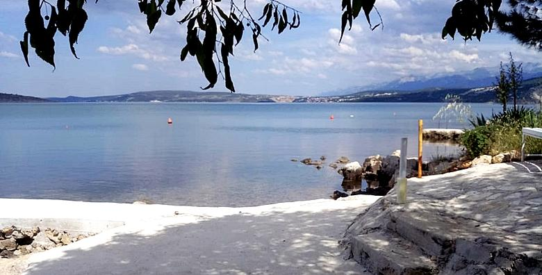 Zadarska rivijera, CIJELA SEZONA - 5 noćenja za 2 osobe u apartmanu 3* za 1.250 kn!
