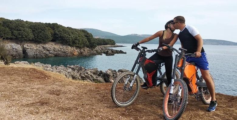 POPUST: 34% - E-BIKE DOŽIVLJAJ OTOKA KRKA U 2h ili 3h i 30 minuta istražite ljepote otoka, atraktivne staze i vidikovce! Tura u grupama uz vodiča, bicikle i opremu od 389 kn! (TOUReBIKE)