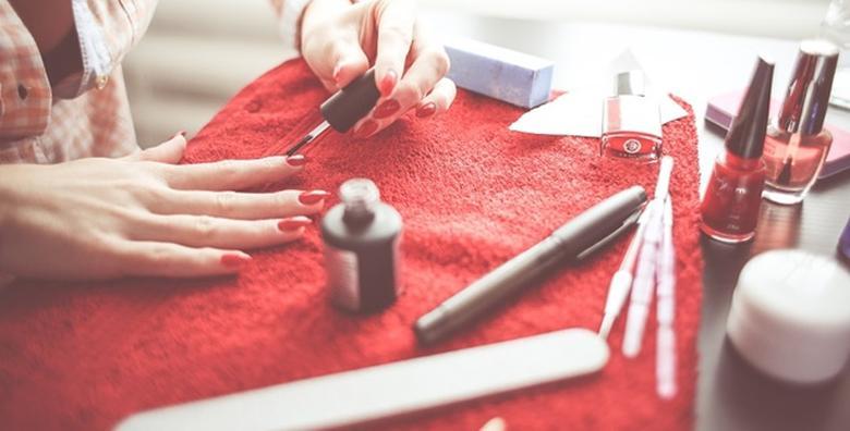 Online tečaj manikure i pedikure - kroz 5 modula naučite sve o njezi noktiju, tehnikama nanošenja UV gela i Shellac laka te ukrašavanju noktiju za 35 kn!