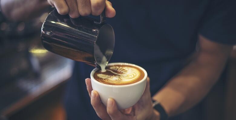 MEGA POPUST: 95% - Online tečaj kako postati barista od doma - naučite što je sve potrebno za savršenu pripremu svih vrsta kave te kako odabrati najbolja zrna za samo 49 kn! (International Open Academy)