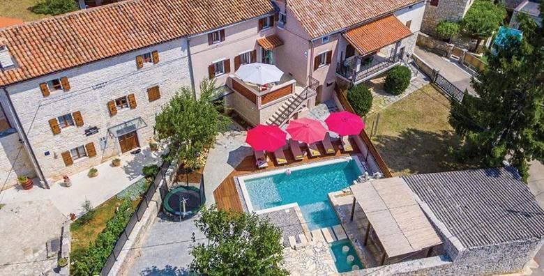 [ISTRA, SVETVINČENAT] Najam Holiday House Radigosa**** s vanjskim bazenom, jacuzzijem, terasom i roštiljem - 3 noćenja nedaleko od centra od 2.944 kn!
