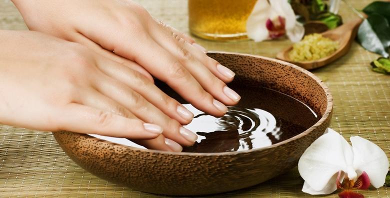 POPUST: 44% - Njega ruku, peeling, parafinska kupka i trajni lak - riješite se suhe i dehidrirane kože te uljepšajte nokte svojom najdražom bojom za 139 kn! (Kozmetički salon Valentino)
