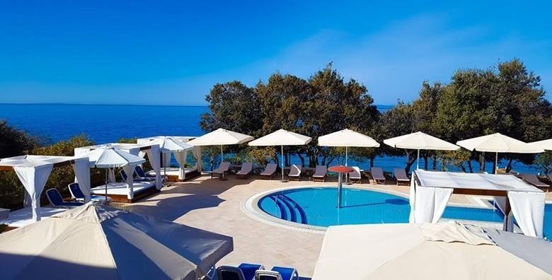 PAG, LA LUNA HOTEL 4*- 1 ili 2 noćenja s polupansionom za dvoje uz neograničeno korištenje bazena - godišnji s daškom luksuza već od 817 kn!