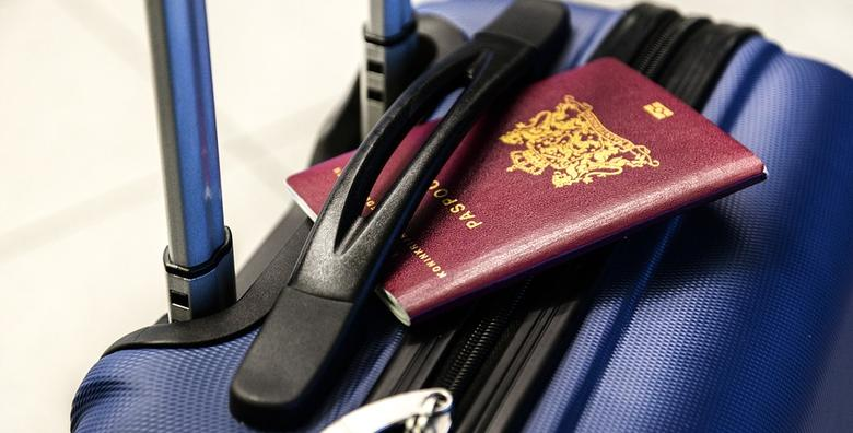 POPUST: 38% - 6 fotografija za biometrijsku putovnicu, osobnu, index, pokaz ili vozačku za 25 kn! (Domino Print Studio)