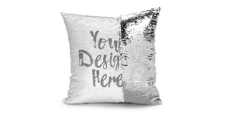 POPUST: 39% - Jastučnica s natpisom ili slikom po izboru! Savršen ukras svakom kauču ili krevetu - slika vaših najdražih prijatelja, obitelji ili kućnog ljubimca već od 79 kn! (Domino Print Studio)