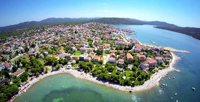 Pirovac, Villa Erna 3* blizu plaže - 2, 5 ili 7 noćenja za do 10 osoba već od 1.184 kn!