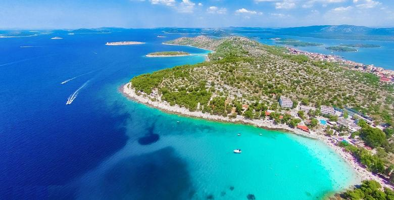 POPUST: 39% - MURTER 2 ili 3 noćenja s polupansionom za dvije osobe 20m od popularne plaže Slanica! Rezervirajte svoj savršeni godišnji odmor već od 1.337 kn! (Hotel Colentum 3*)