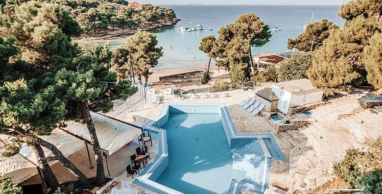 [MURTER] Odmor u Hotelu Colentum 3* tek 20 metara od poznate plaže Slanica!2 ili 3 noćenja s doručkom za dvoje uz korištenje bazena već od 1.117 kn!