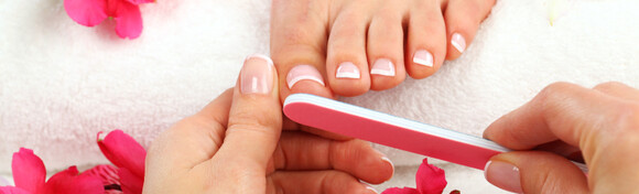 Estetska pedikura uz soak off trajni lak - oblikujte nokte, riješite se zanoktica i odstranite višak kože u Jean d`Arcel Medical & Beauty Institutu za 135 kn!
