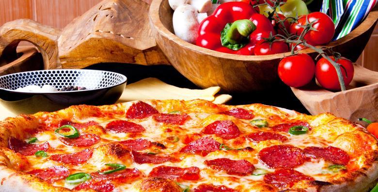 POPUST: 40% - 2 VELIKE PIZZE - hrskava korica, rastezljivi sir i sočni sos! Odaberi picante, slavonsku, bianco, margharitu, capriciosu ili vesuvio za samo 49 kn! (Pizzeria Mihita)