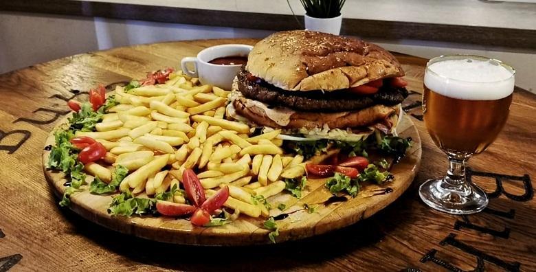 Balkan burger za 4 osobe - pljeskavica od čak 1kg uz pola kile pomfrita za 200 kn!