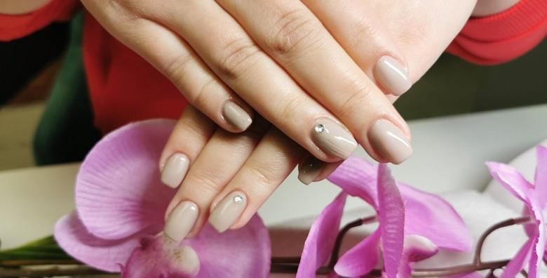 POPUST: 42% - Krkhi nokti i pucanje stvar su prošlosti! Priušti si geliranje prirodnog nokta u M beauty studiju za samo 99 kn! (M beauty)