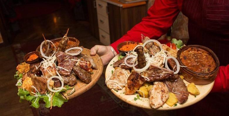 Bogati meni za 4 osobe - garantirano fina hrana  uz mogućnost preuzimanja u restoranu Makedonska Baraca za 159 kn!