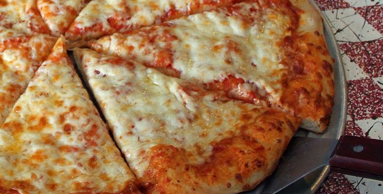 POPUST: 46% - 2 velike pizze u The Movie pubu ili Texas grillu - oduševili su vas sa svim ostalim, neka vas sada osvoje ovom klasičnom poslasticom za 49 kn! (The Movie Pub)