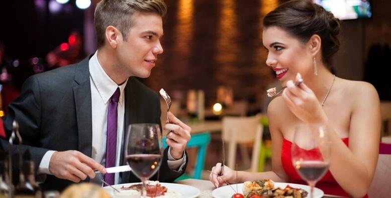Proslavite Dan zaljubljenih u Hotelu Villa Valpovo 4* - 1 noćenje za 2 osobes doručkom, svečanom večerom i živom muzikom za 499 kn!