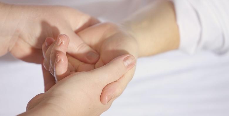 Manikura s parafinskom njegom, pilingom i masažom ruku u trajanju 45 minuta za samo 79 kn!