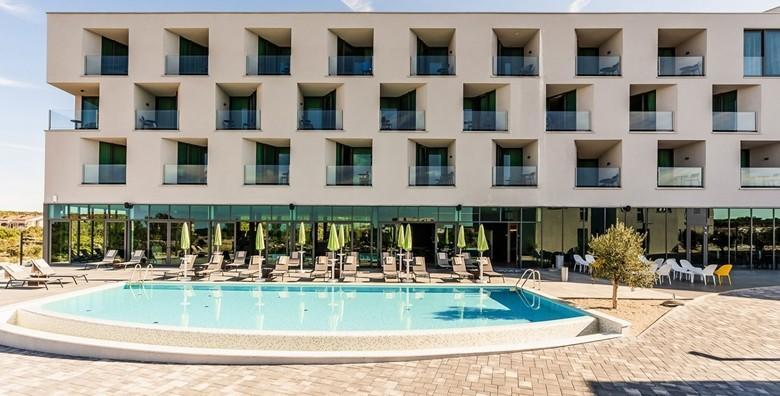 PAG - odmorite tijelo i dušu okruženi predivnom prirodom uz 2 ili 5 noćenja s doručkom za dvoje u Hotelu Olea 4* i korištenje saune, fitnessa, jacuzzija i bazena od 2.100 kn!