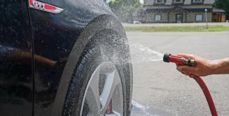 Za sjaj i zaštitu Vašeg automobila odaberite vanjsko pranje uz čišćenje laka glinom u Autopraonici Zagrepčanka za 109 kn!
