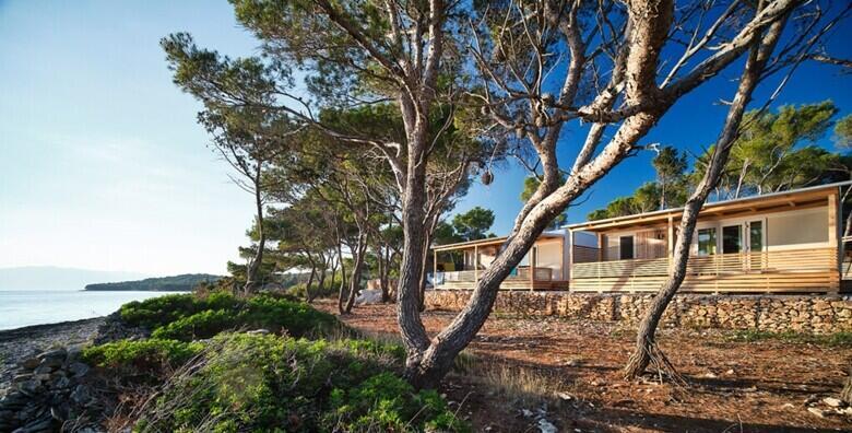 Supetar, otok Brač - doživite čari ljetnog odmora u modernim mobilnim kućicama Boutique Campinga Bunja uz 3 noćenja za do 6 osoba za 3.634 kn!